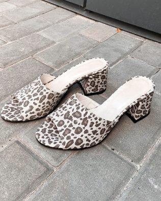 Серые шлепки из натурального набука на каблуке открытый носок