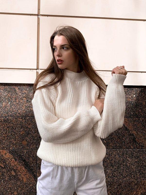Красивый белый свитер оверсайз крупная вязка купить