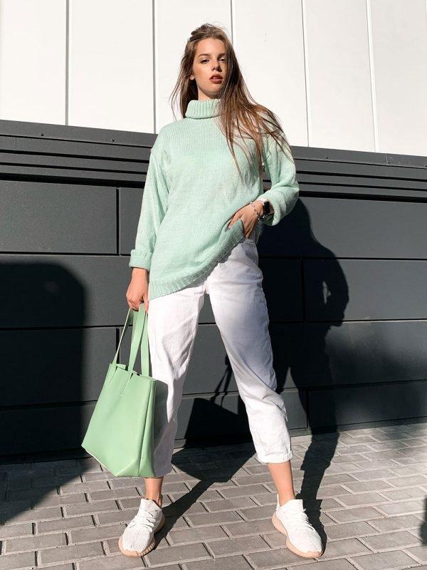 Вязаный свитер мятного цвета с горлом купить