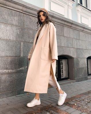 Бежевое пальто кардиган свободного кроя с поясом и карманами