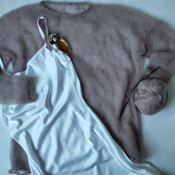 Бежевый свитер паутинка из кид мохера купить