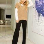 Стильный женский свитер с коротким рукавом бежевого цвета