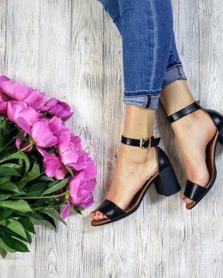 Черные босоножки на среднем удобном каблуке кожа натуральная