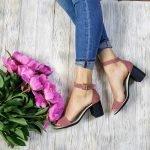 Замшевые босоножки на среднем удобном каблуке темная пудра