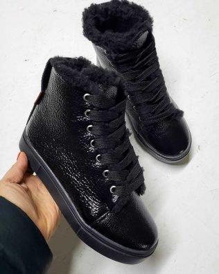 Высокие кеды черного цвета из лаковой кожи зимние с мехом