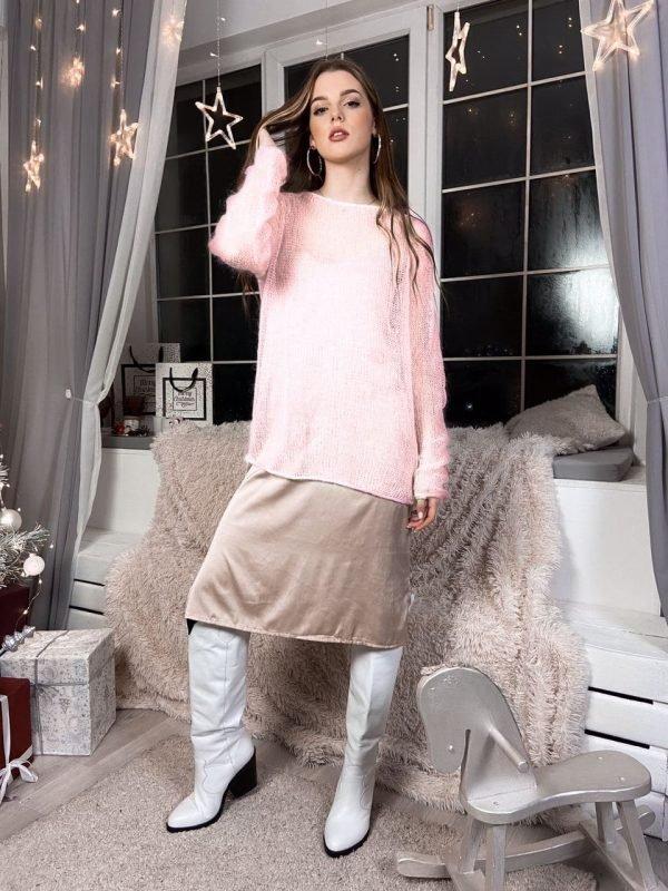 Легкий и прозрачный женский свитерок цвета пудры