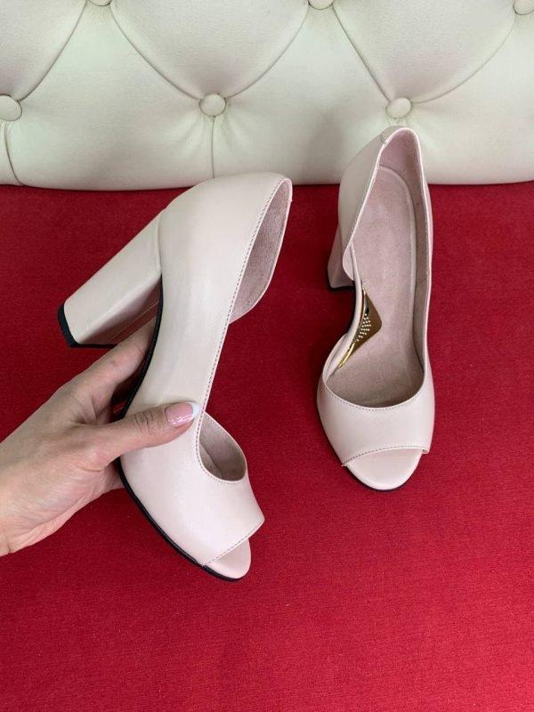Пудровые туфли на каблуке женские