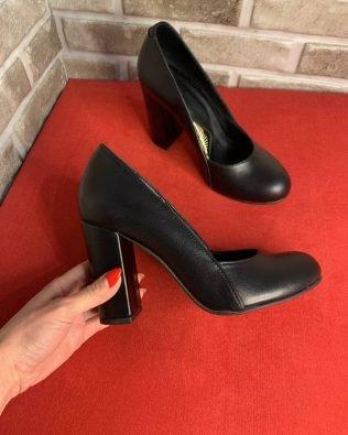 Туфли черные на высоком и толстом каблуке кожаные