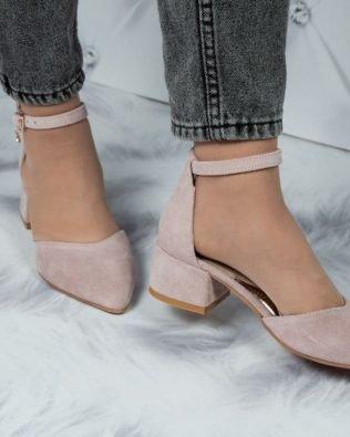 Пудровые босоножки замша на среднем каблуке 4 см закрытый носок и пятка