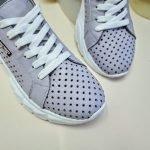 Лавандовые кожаные кроссовки со сквозной перфорацией