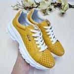 Желтые кожаные кроссовки со сквозной перфорацией