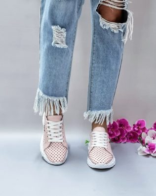 Кожаные кроссовки со сквозной перфорацией розового цвета
