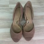 Туфли мокко из замши с открытым носочком на среднем устойчивом каблуке