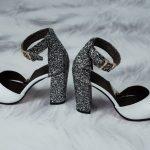 Белые босоножки из натуральной кожи высокий каблук покрытый блестками закрытые носок и пятка (Копировать)