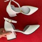 Белые женские босоножки на каблуке 6 см с острым носком из натуральной кожи