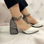 Белые женские босоножки на блестящем каблуке 6 см с острым носком из натуральной кожи