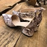 Туфли женские цвет коричневый питон на среднем каблучке