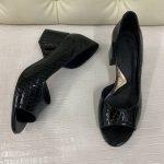 Лаковые туфли открытый носик на на среднем каблуке под крокодила