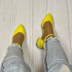 Желтые босоножки низком каблуке 4 см закрытый носок и пятка
