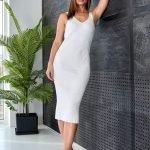 Белое платье миди обтягивающее вязаное летнее из хлопка
