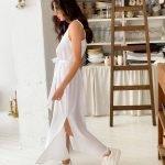 Белое длинное платье комбинация с разрезами свободное