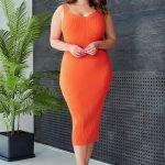 Оранжевое летнее обтягивающее платье размер 50-54 связано из хлопка