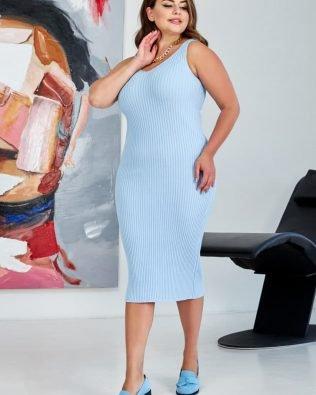 Голубое платье миди для полных летнее вязаное из хлопка на лето