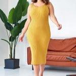 Горчичное трикотажное миди платье с вырезом майка большого размера купить