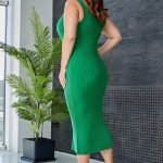 Зеленое трикотажное миди платье с вырезом майка большого размера купить