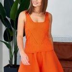 Костюм с шортами и майкой женский летний оранжевого цвета