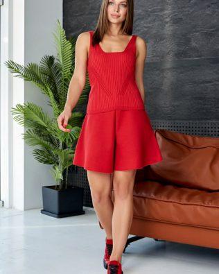 Костюм с шортами и майкой женский летний красного цвета