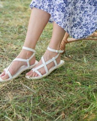 Белые сандалии через пальчик в греческом стиле кожаные ремешки