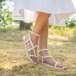 Женские бежевые сандалии через пальчик в греческом стиле натуральная кожа