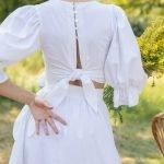 Топ с пышными рукавами из льна белого цвета с пуговками и бантом на спине