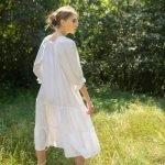 Белое платье парашют разлетайка из льющейся прохладной ткани
