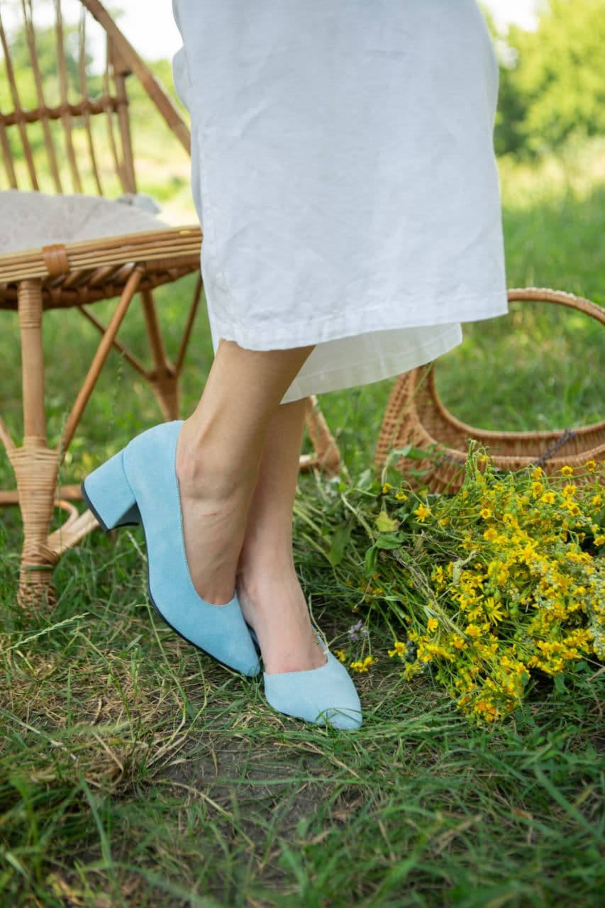 Голубые женские замшевые туфли на удобном каблуке купить