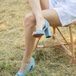 Голубые замшевые туфли на высоком удобном каблуке