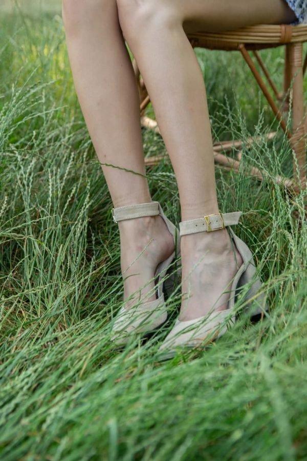Купить босоножки из итальянской замши с высокими каблуками