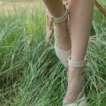 Идеальные бежевые босоножки замш с закрытвм носком