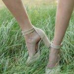 Купить бежевые босоножки на толстом высоком каблуке в интернет магазине