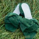 Мюли косы зеленые из натуральной замши на широком низком каблуке