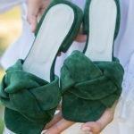 Купить зеленые мюли с объемной косой из замши, изумрудные