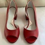 Красные туфли-лодочка на среднем каблуке с открытыми пальчиками