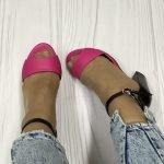 Босоножки розового цвета на высоком устойчивом каблуке черного цвета натуральная кожа