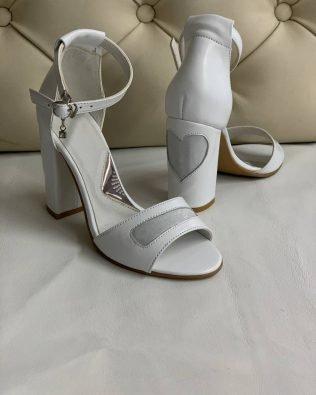 Белые босоножки на высоком устойчивом каблуке натуральная кожа