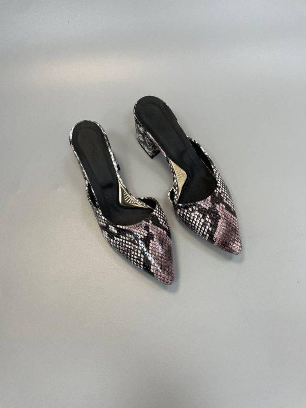 Купить змеиные мюли на каблуке с острым носком