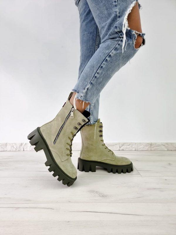 Ботинки на тракторной подошве замшевые оливковые купить