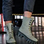 Купить замшевые светло заки цвета ботинки с грубой подошвой