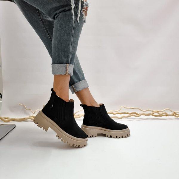 Черные ботинки челси из натуральной замши на тракторной массивной подошве купить