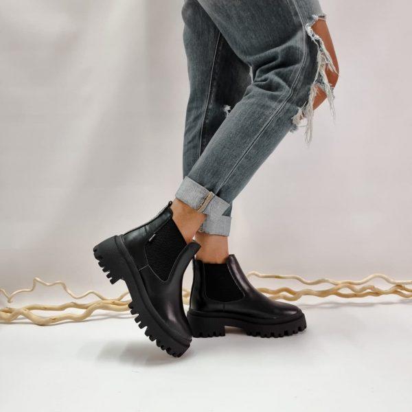 Крутые ботинки челси черные челси на массивной подошве купить